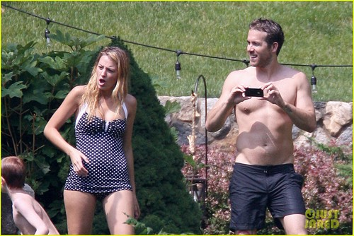 Ryan & Blake @ a family party last week in upstate New York - ryan-reynolds Photo