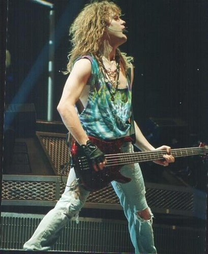 Rick Savage wallpaper with a guitarist entitled Sav <3
