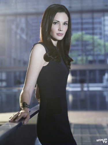 Season 2 - Cast Promotional picha - Laura Mennell