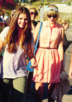 Selena Gomez and Taylor pantas, swift