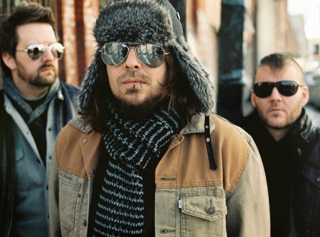 Seether wallpaper containing sunglasses called Shaun Morgan