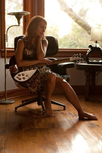 Female Rock Musicians wallpaper containing a drawing room, a family room, and a living room entitled Susanna Hoffs