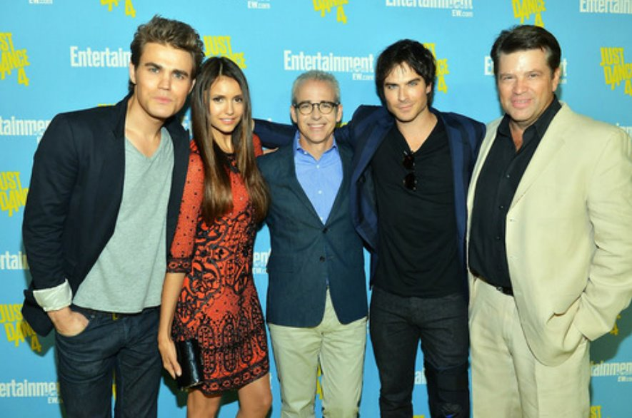 cast members of vampire diaries dating The vampire diaries is an american supernatural drama they begin dating in both united states versions include commentary by cast and crew members on.