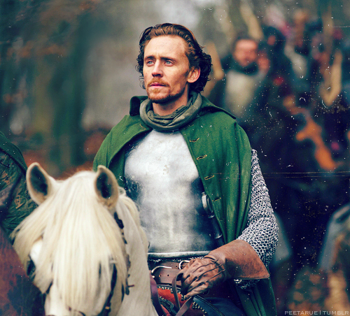 Tom Hiddleston wallpaper containing a lippizan and a horse trail entitled The Hollow Crown