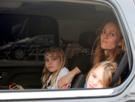 Vanessa Paradis, Lily-rose and Jack in L.A. 02/18/2010