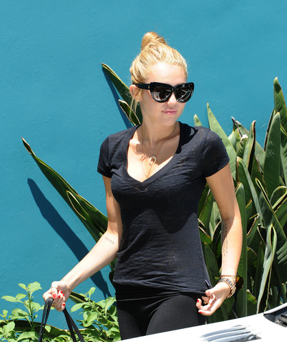Winsor Pilates class In West Hollywood [16 July 2012]