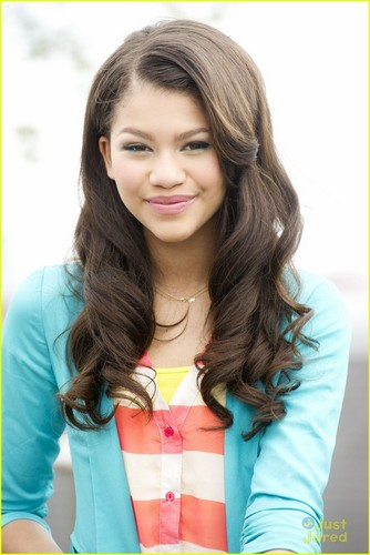 Zendaya Coleman wallpaper containing a portrait entitled Zendaya Photoshoot