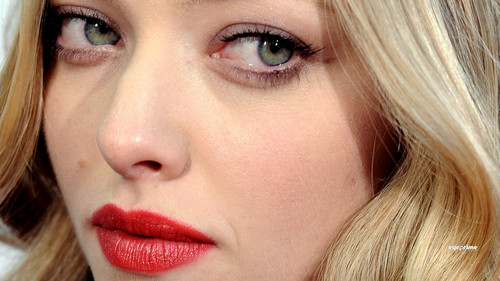 Amanda Seyfried wallpaper probably containing a portrait entitled amanda