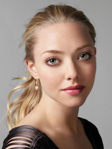 Amanda Seyfried wolpeyper with a portrait called amanda