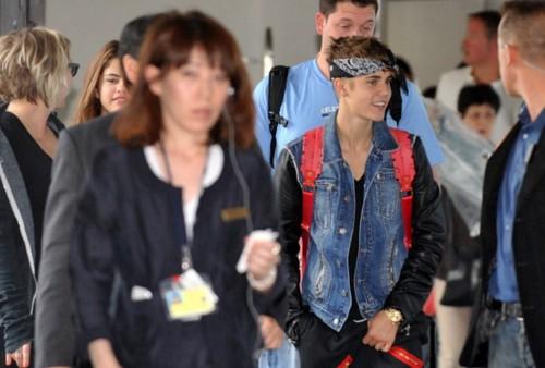bieber.arriving in Japan, 2012