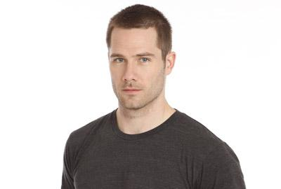 Luke Macfarlane Hintergrund with a jersey called luke macfarlane