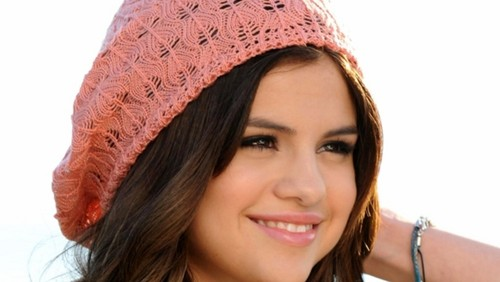 Selena Gomez wallpaper containing a bonnet called selena gomez
