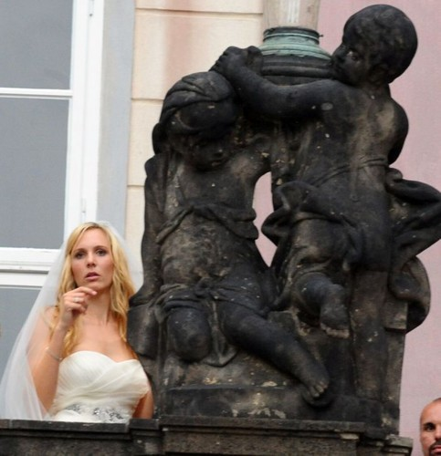 statue and Nicole Vaidisova - tennis Photo