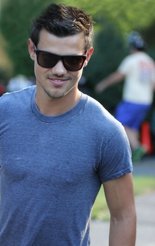 taylor lautner on set of grown ups 2