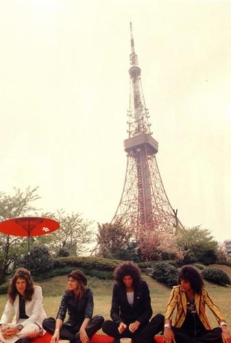 1975 - Queen in Япония