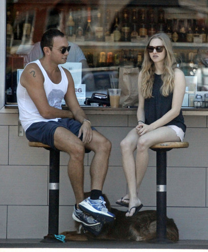 Amanda Seyfried Meets friends At Oaks Gourmet Market [July 17]