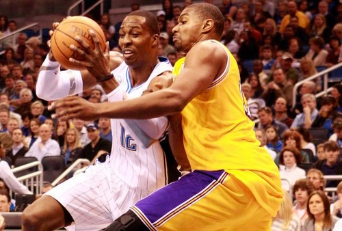 Andrew Bynum defending Dwight Howard