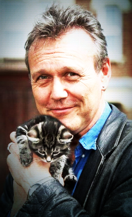 Awwww! Anthony and his kitten!!!!!!!!!!! - merlin-on-bbc Photo