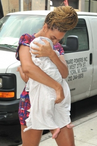 Beyoncé and Blue Ivy in Manhattan [July 18] - beyonce Photo