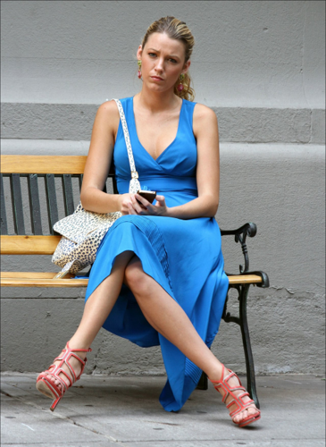 Blake Lively karatasi la kupamba ukuta possibly with bare legs and a park bench titled Blake - Gossip Girl - Behind the Scenes - July 12, 2012