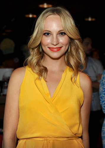 Candice at the Teen Choice Awards in LA - Green Room {22/07/12}.