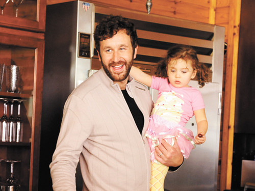 Chris O'Dowd as Alex in mga kaibigan With Kids.