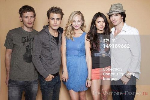 Comic Con 2011 - paul-wesley Photo