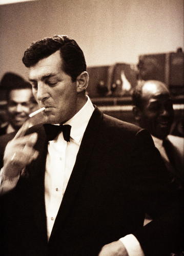 Dean Martin Обои probably with a business suit called Cool
