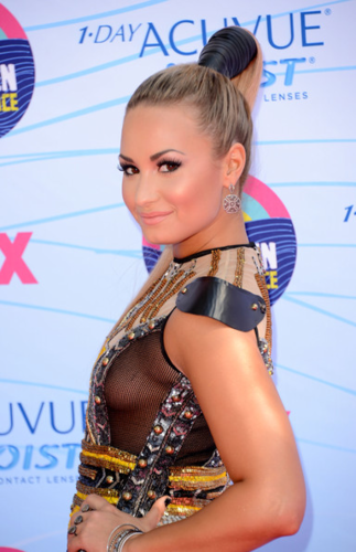Demi - 2012 Teen Choice Awards - July 22, 2012