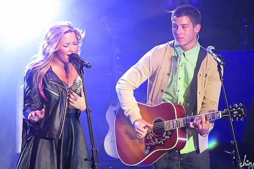 Demi Lovato and Nick Jonas 2012 کنسرٹ
