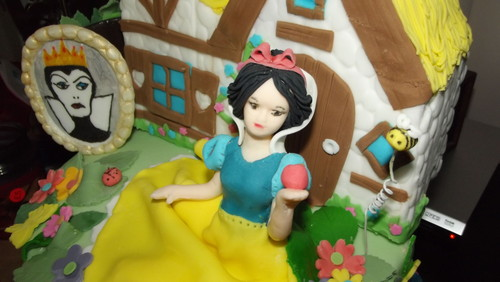 Don't eat the appel, apple Snow White