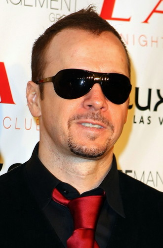 Donnie Wahlberg wallpaper containing a business suit entitled Donnie