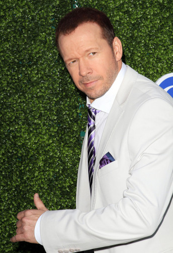 Donnie Wahlberg wallpaper possibly containing a business suit entitled Donnie