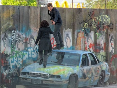Fringe 5x01 shootings 2036