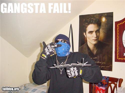 Gangstas tình yêu Twilight, Too...