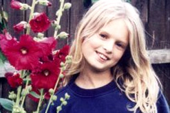 Знаменитости, которые умерли молодыми Обои with a bouquet, a begonia, and a camellia called падуб, holly, холли Marie Wells (1991 - 2002)