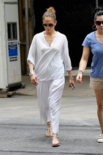 Jennifer Lopez is spotted out for a stroll on Madison Avenue [July 23, 2012] - jennifer-lopez Photo