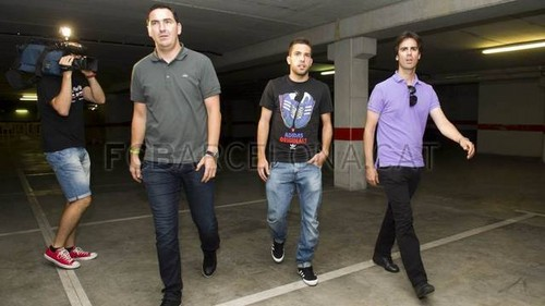 Jordi Alba arrives at the club offices