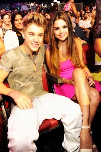 Justin Bieber & Selena Gomez: Teen Choice Awards 2012