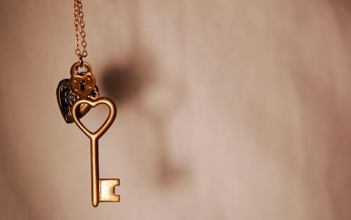 প্রণয় দেওয়ালপত্র called Key