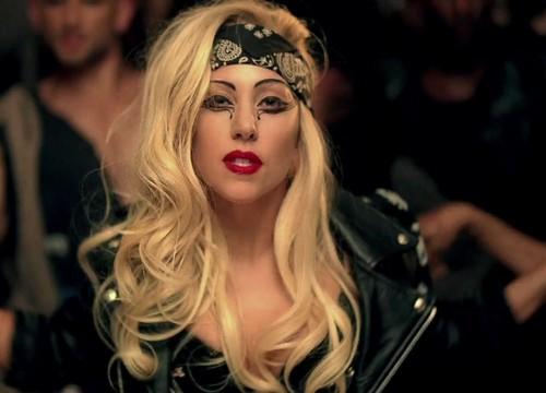 Lady Gaga karatasi la kupamba ukuta probably with a portrait titled Lady Gaga Judas