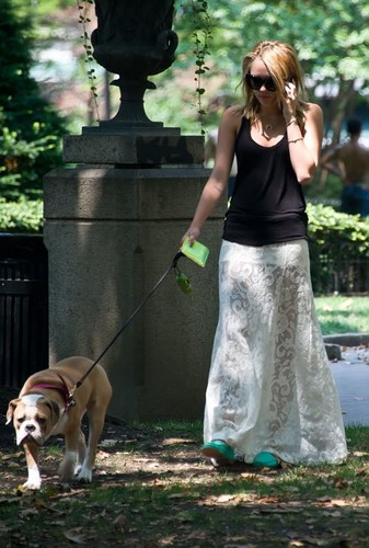 Miley Cyrus - Walking Ziggy in Philadelphia, Pennsylvania [18th July]