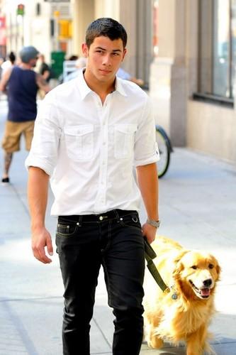 New Picture: Nick Jonas and Elvis