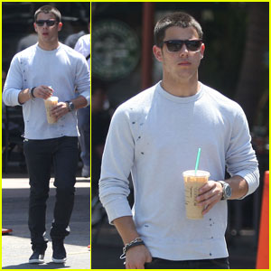 Nick Jonas starbucks  - nick-jonas Photo