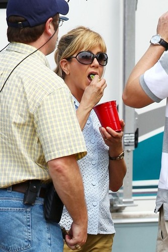 On the Set of &#34;We&#39;re the Millers&#34; [July 25, 2012] - jennifer-aniston Photo