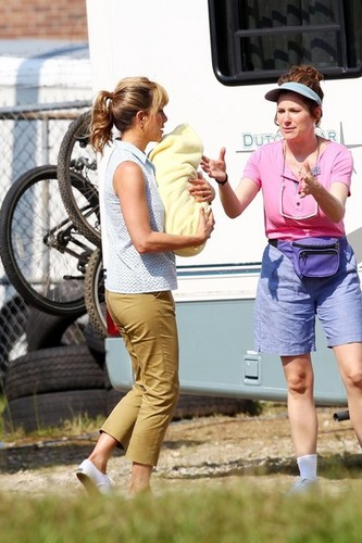 "On the Set of ""We're the Millers"" [July 25, 2012] - jennifer-aniston Photo"