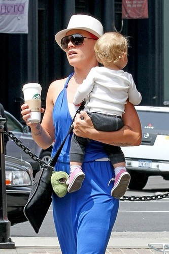 Pink wallpaper possibly containing a boater, a hip boot, and a fedora entitled Pink helps Willow take some of her first steps as she leaves her hotel with Carey Hart [July 15]