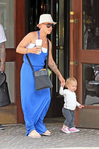 Pink helps Willow take some of her first steps as she leaves her hotel with Carey Hart [July 15] - pink Photo
