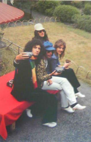 퀸 in 일본 1975