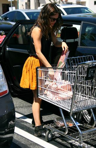 Rachel Bilson Shops at Whole Foods [July 19, 2012]